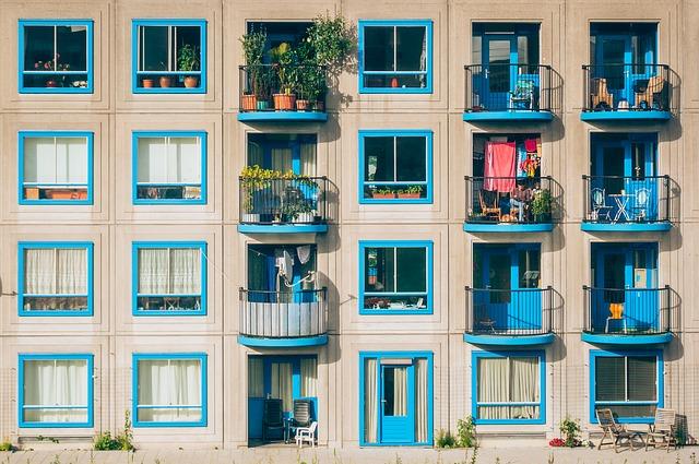 Jak urządzić balkon i jakie meble wybrać?